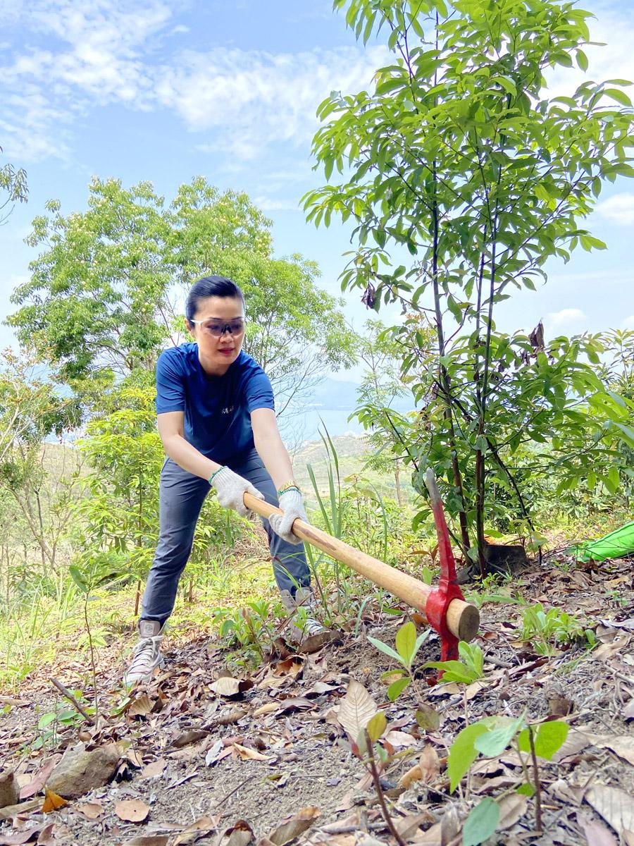 方健儀小姐擔任礦山保育大使參與植樹活動
